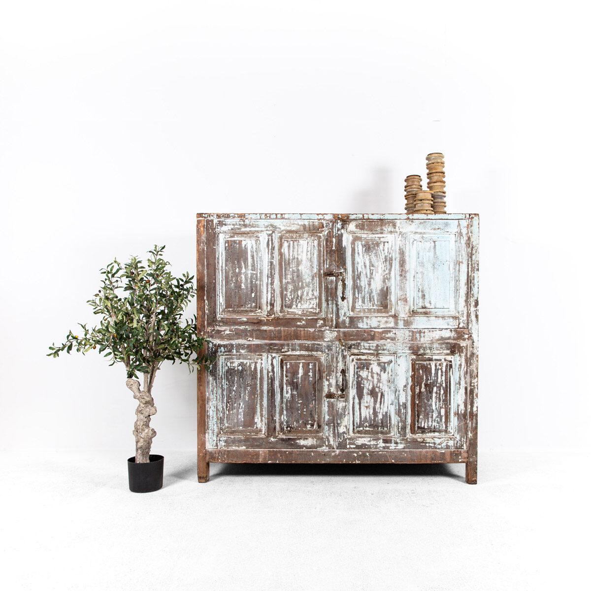 Diepe-houten-kast-4-deuren-lichtblauwbruin-1