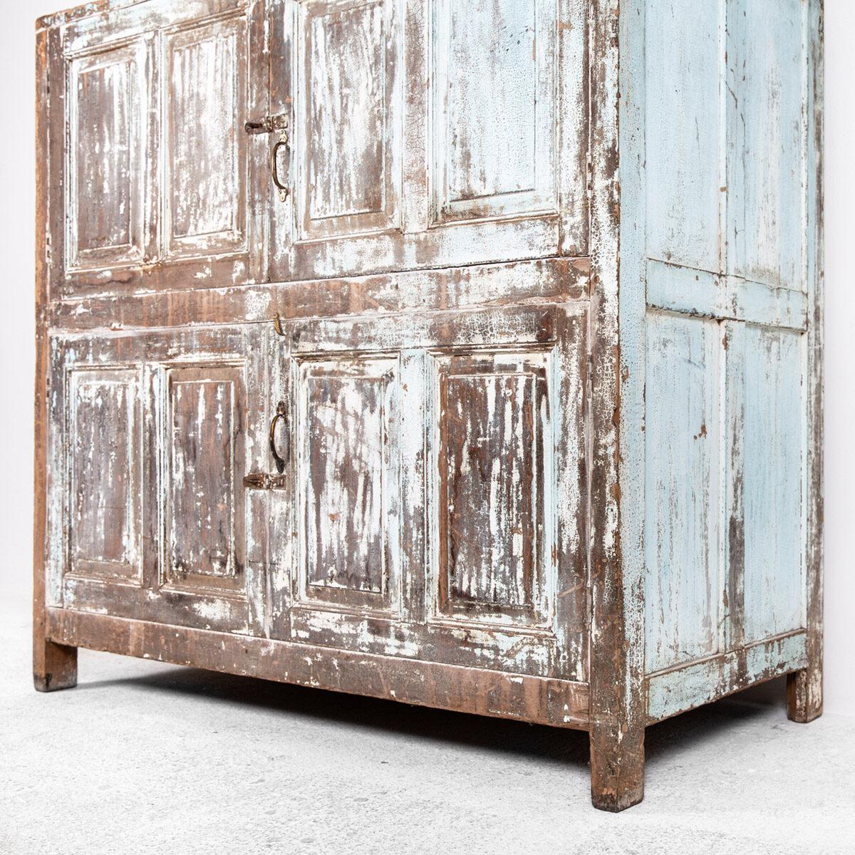 Diepe-houten-kast-4-deuren-lichtblauwbruin-10