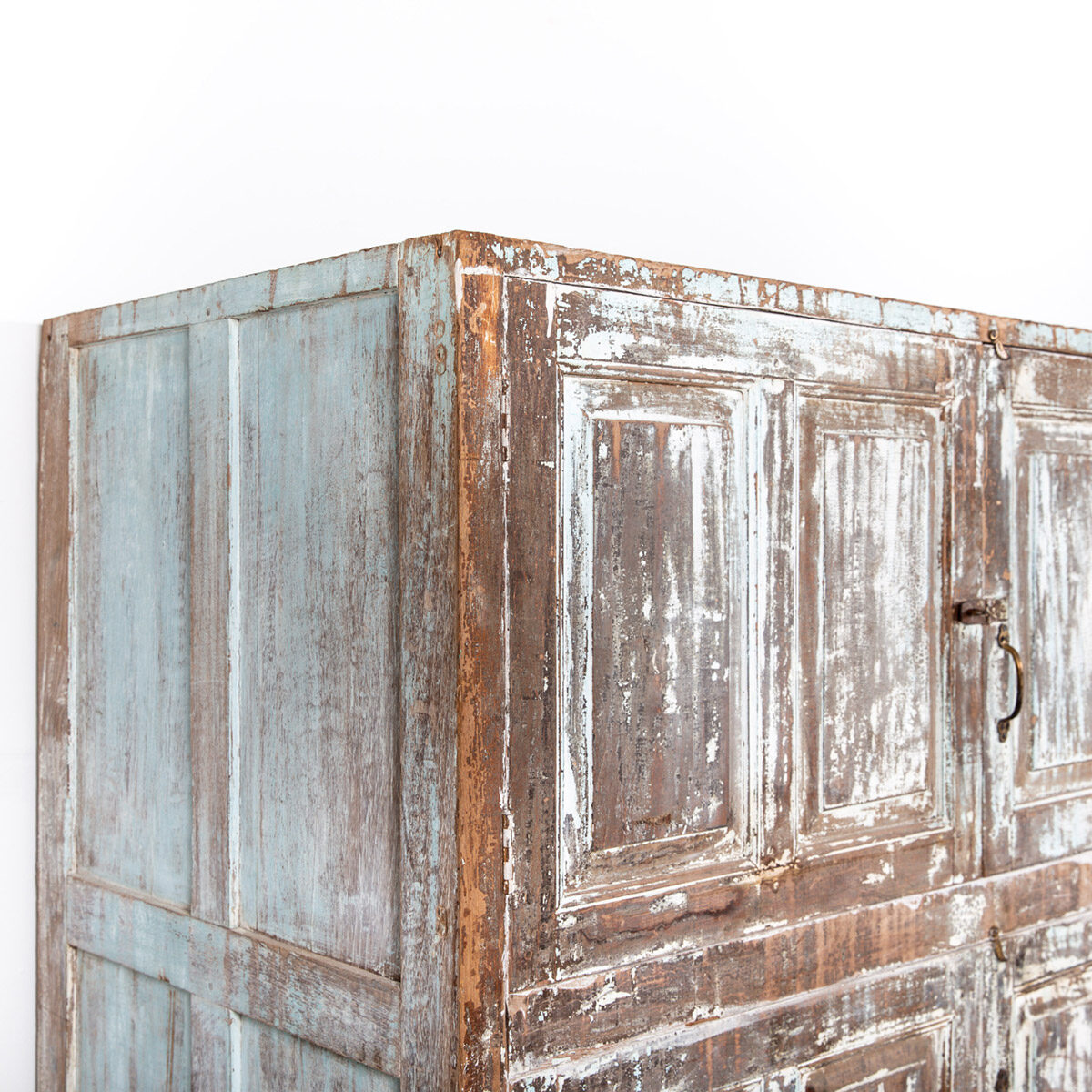 Diepe-houten-kast-4-deuren-lichtblauwbruin-13