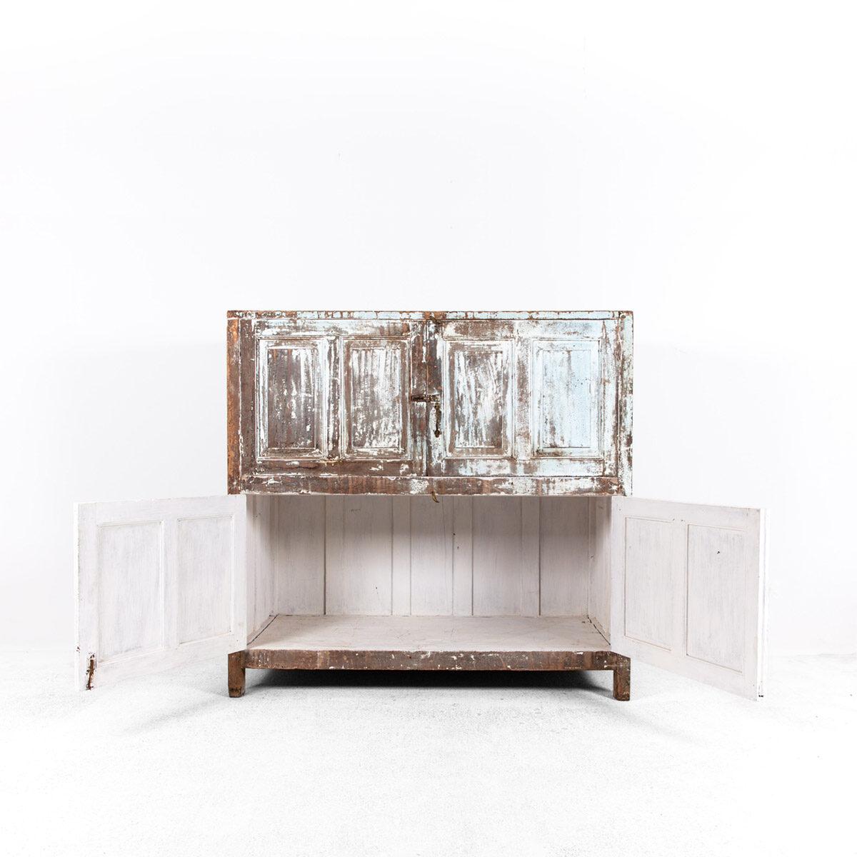 Diepe-houten-kast-4-deuren-lichtblauwbruin-9