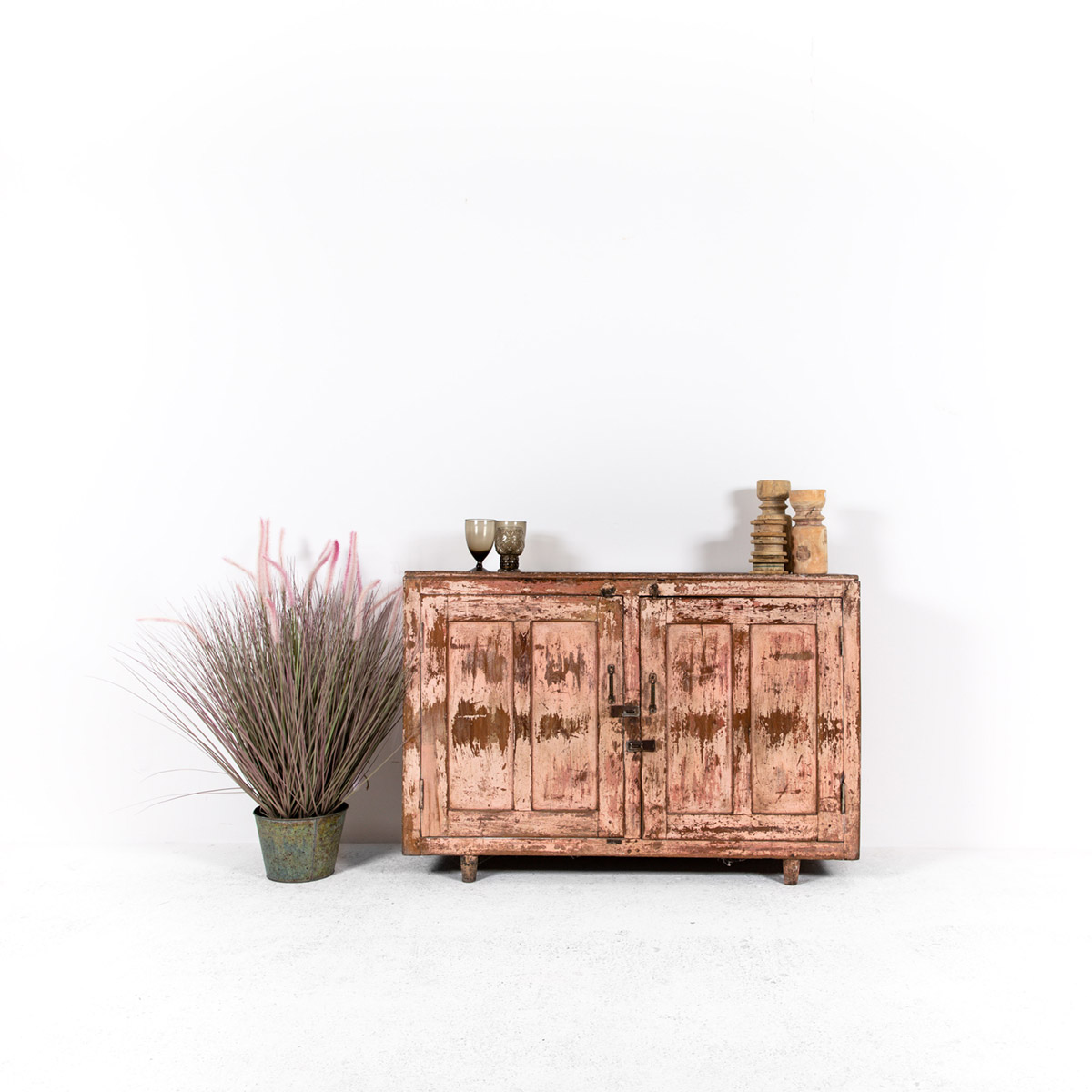 Dressoir-2-deuren-antiek-roze-12