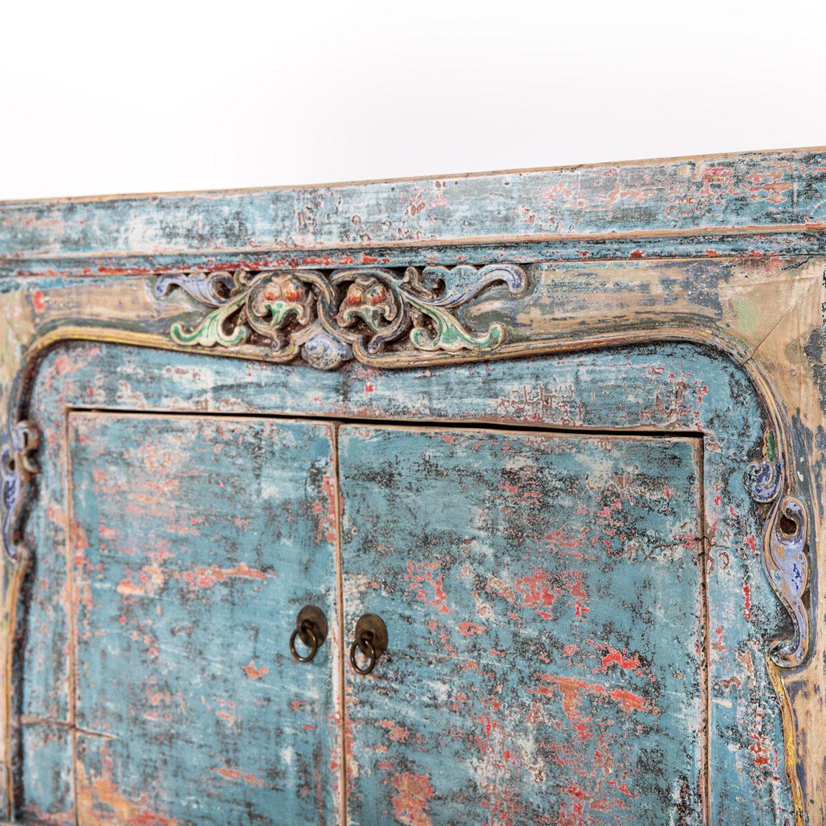 Dressoir-met-handgesneden-details-blauwroze-11