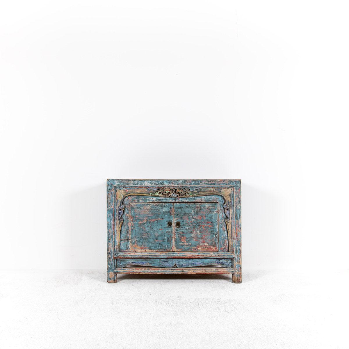 Dressoir-met-handgesneden-details-blauwroze-4