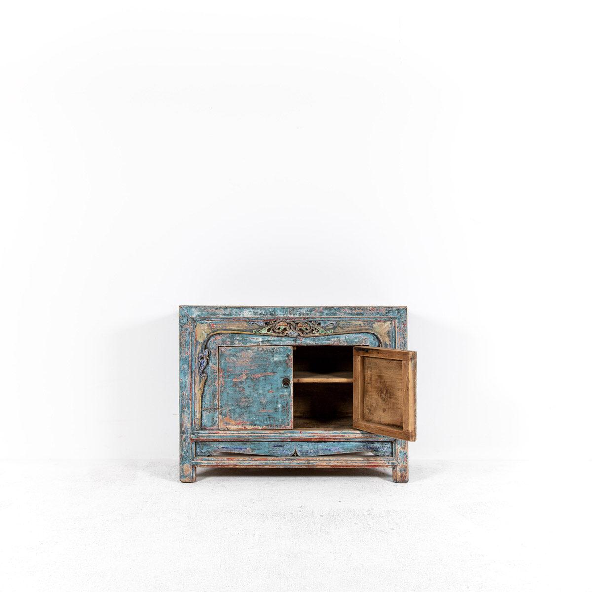 Dressoir-met-handgesneden-details-blauwroze-5
