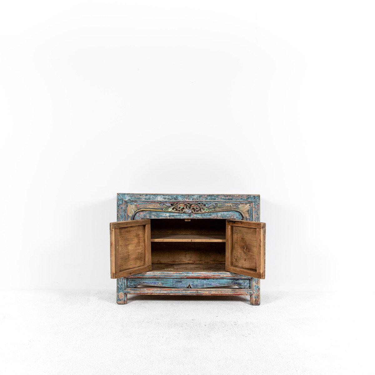 Dressoir-met-handgesneden-details-blauwroze-6