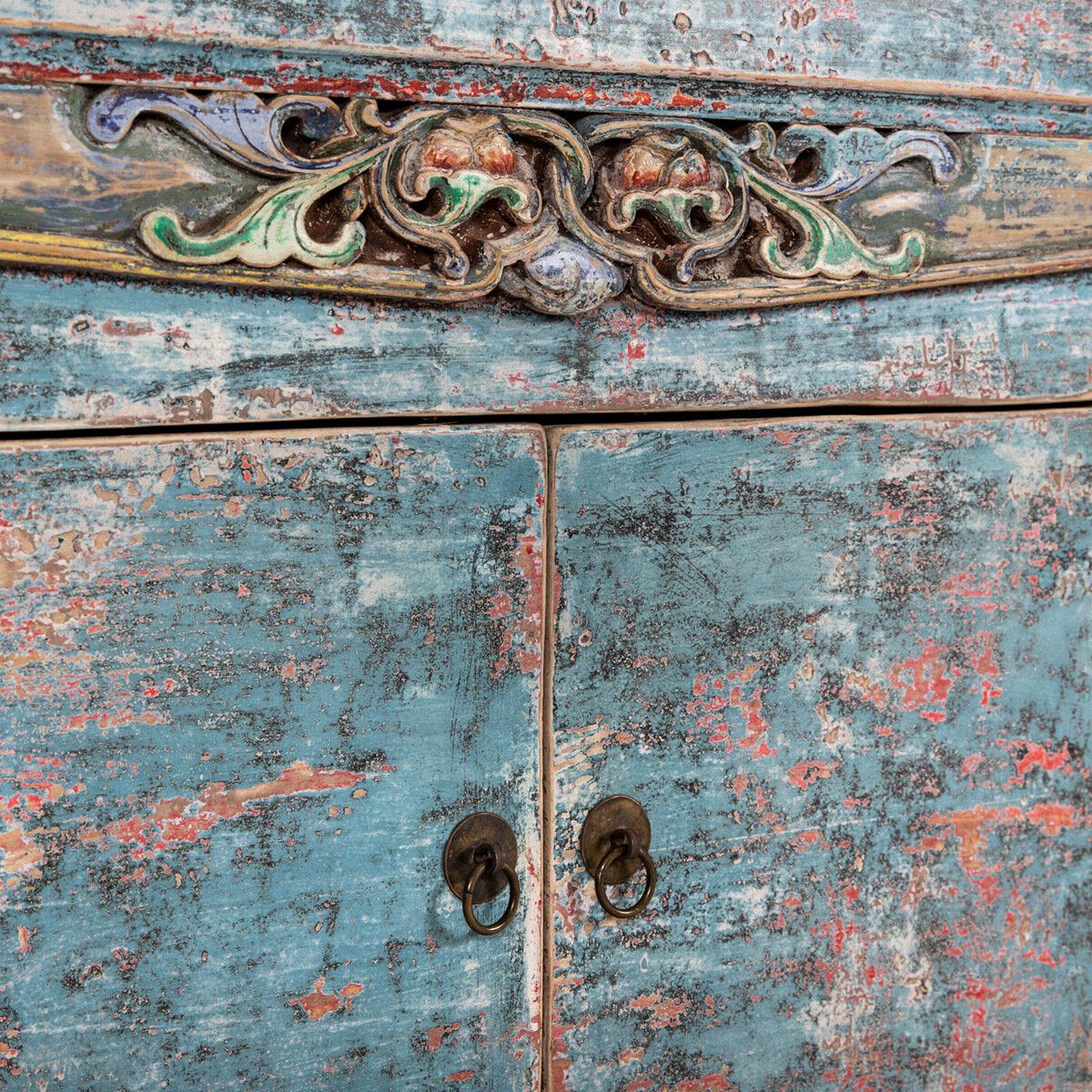 Dressoir-met-handgesneden-details-blauwroze-9