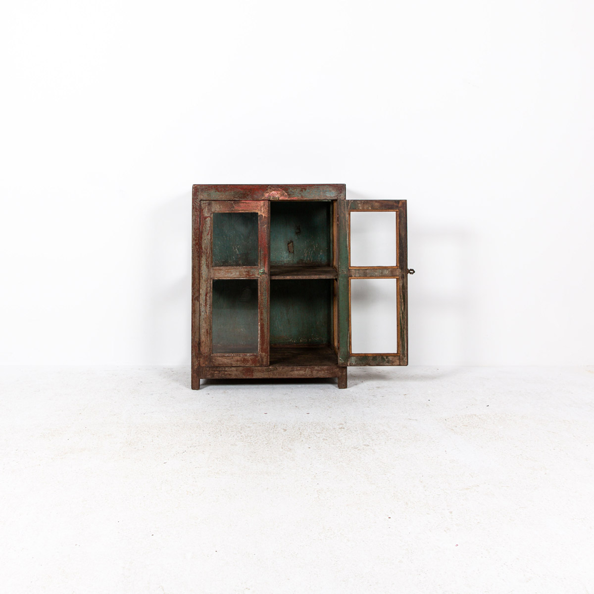 Glazen-kastje-2-deuren-bruinrood-5