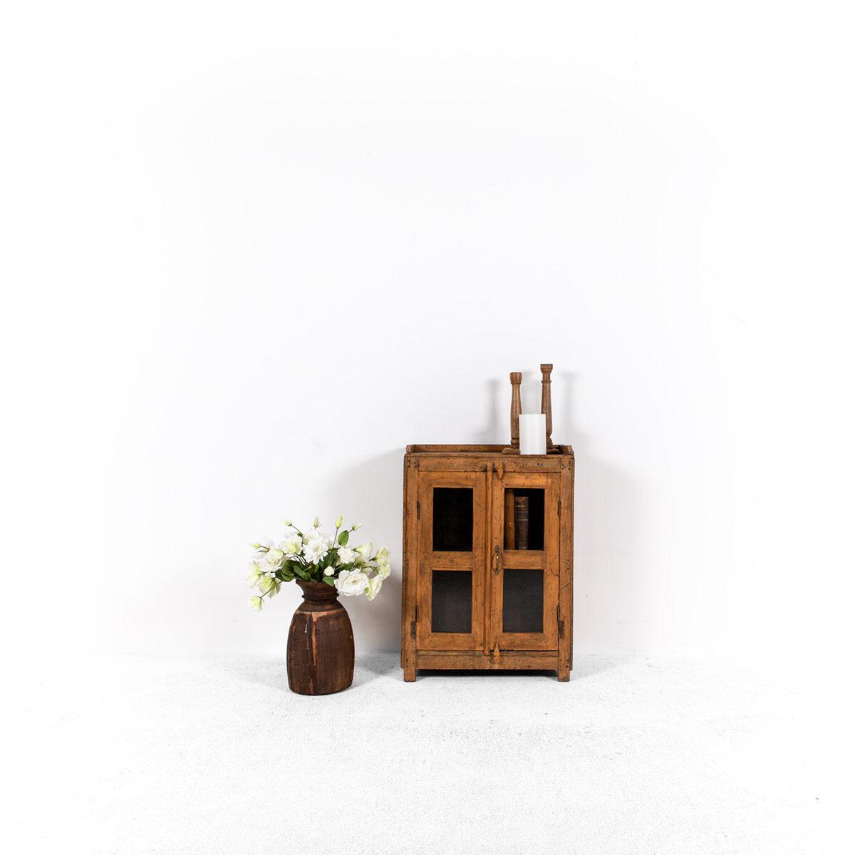 Houten-kastje-2-deuren-1