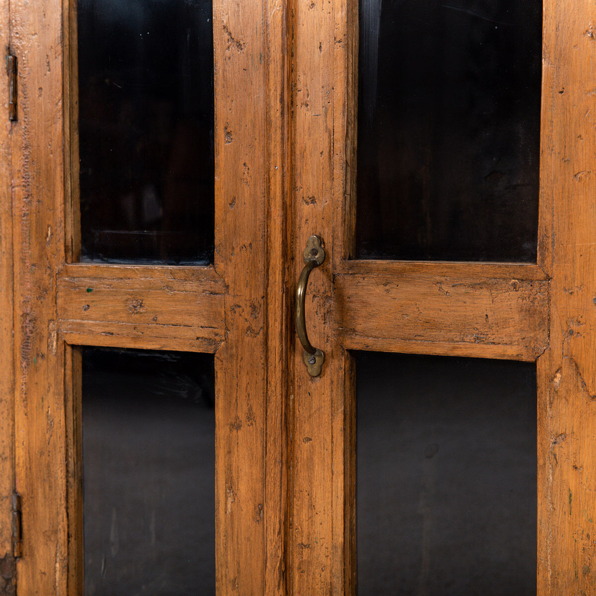 Houten-kastje-2-deuren-10