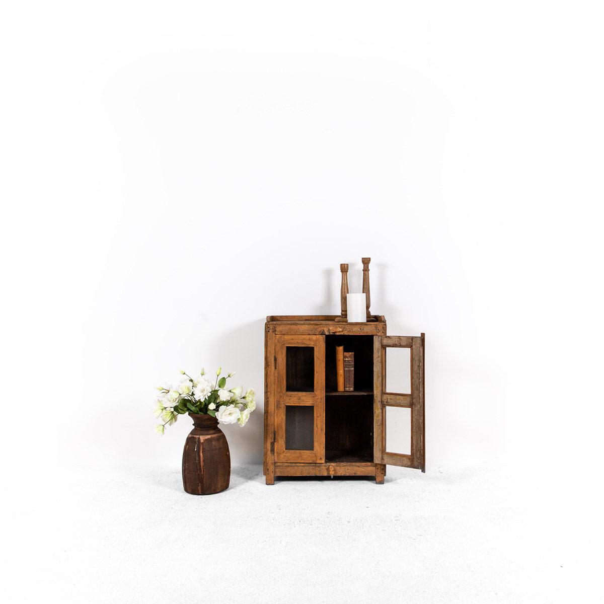 Houten-kastje-2-deuren-2