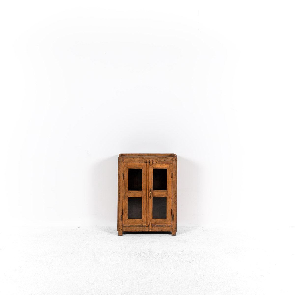 Houten-kastje-2-deuren-4