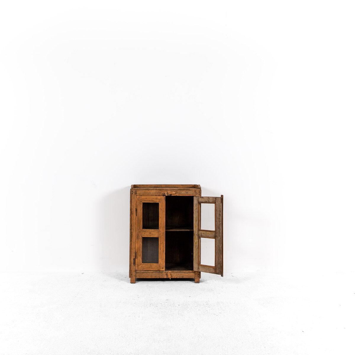 Houten-kastje-2-deuren-5