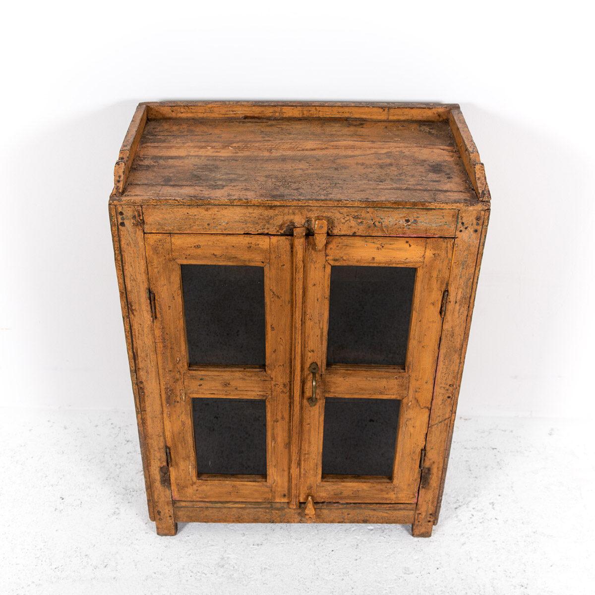 Houten-kastje-2-deuren-8