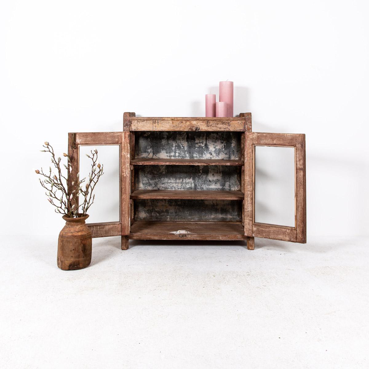 Lage-oude-glazen-kast-2-deuren-bruin-3