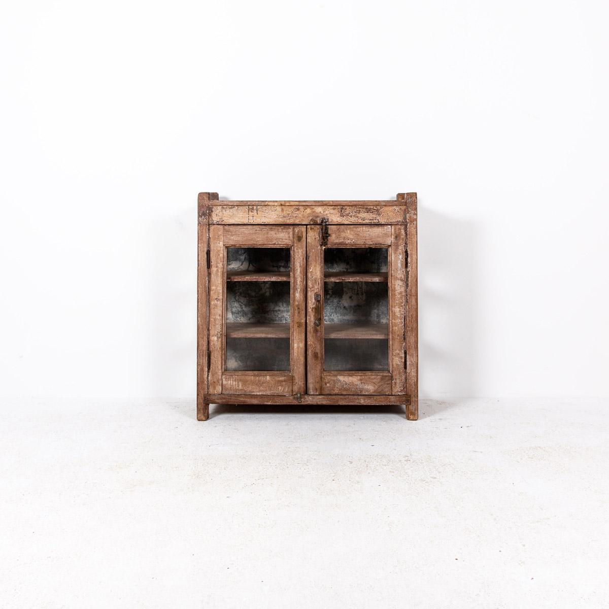 Lage-oude-glazen-kast-2-deuren-bruin-4