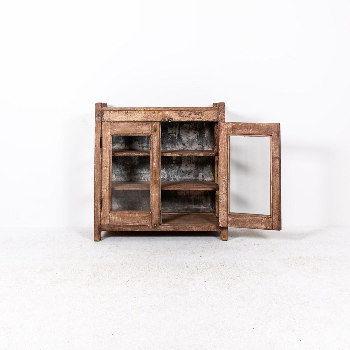 Lage-oude-glazen-kast-2-deuren-bruin-5