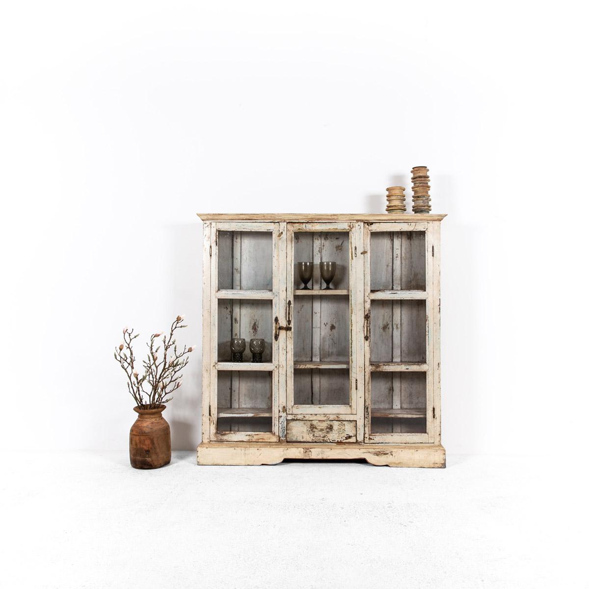 Ondiepe-vitrinekast-3-deuren-1-lade-1