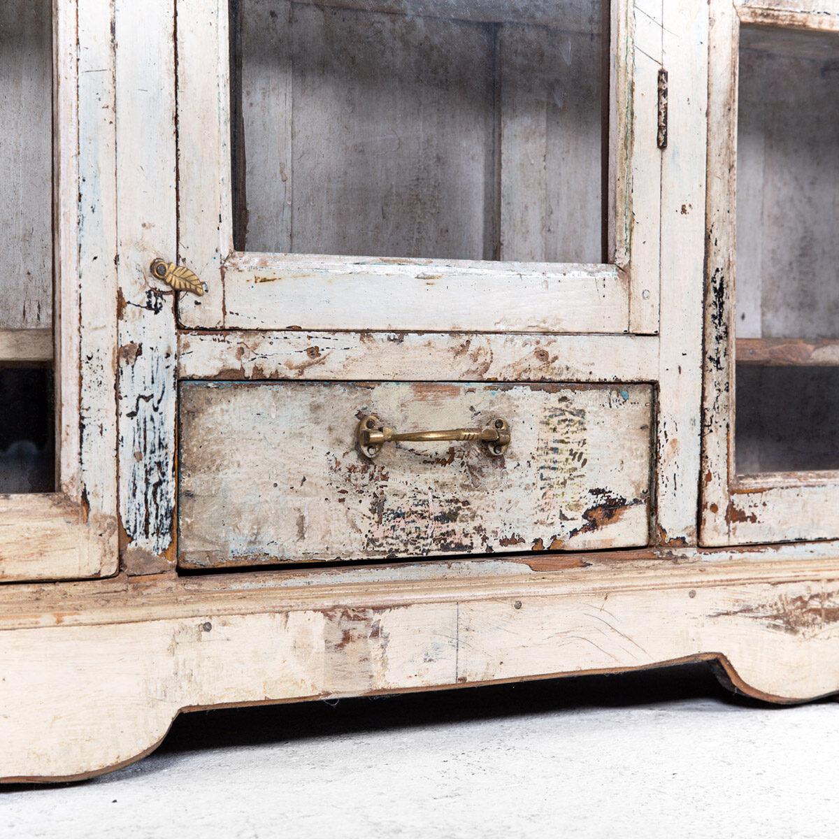 Ondiepe-vitrinekast-3-deuren-1-lade-10