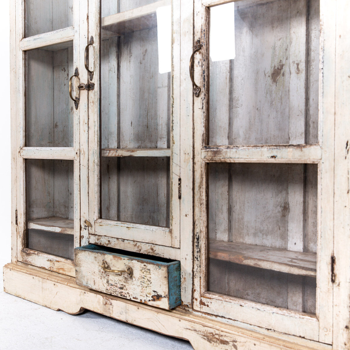 Ondiepe-vitrinekast-3-deuren-1-lade-12
