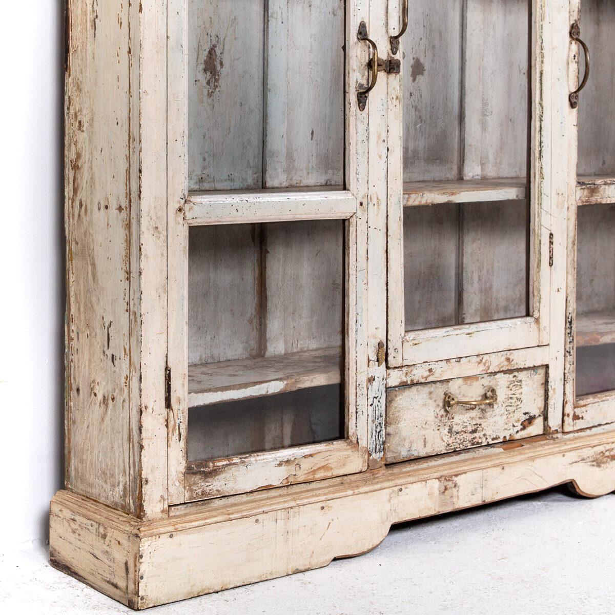 Ondiepe-vitrinekast-3-deuren-1-lade-8