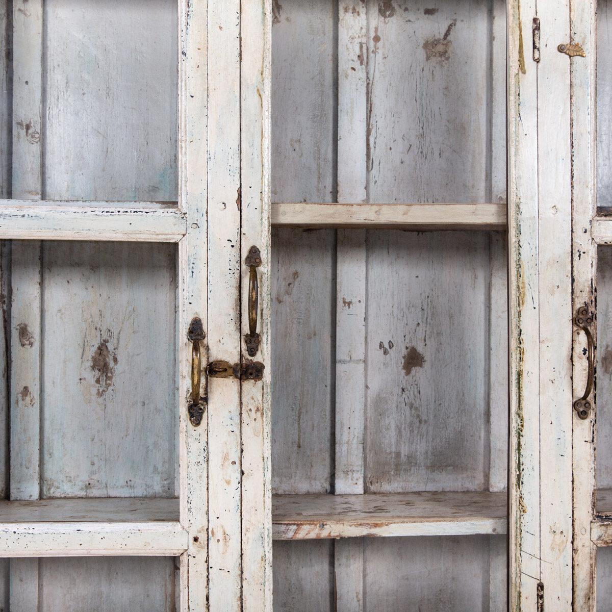 Ondiepe-vitrinekast-3-deuren-1-lade-9