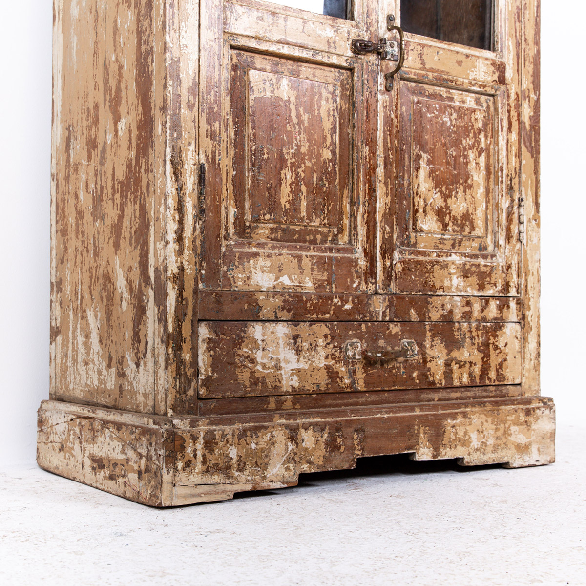 Oud-kastje-2-deuren-1-lade-bruingeel-9