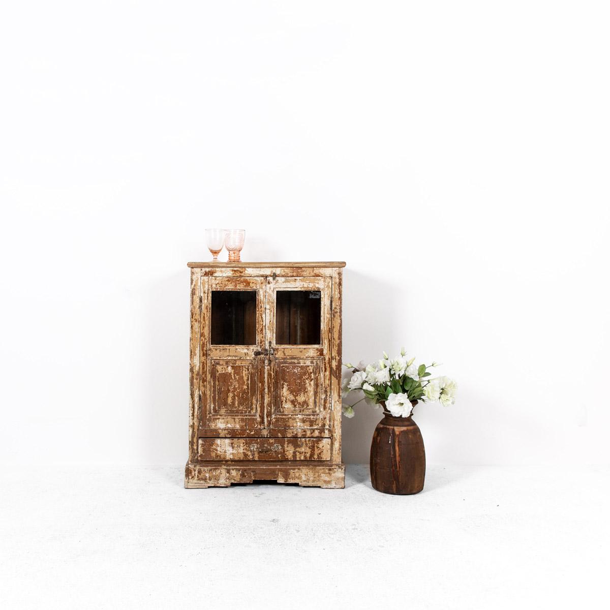 Oud-kastje-2-deuren-1-lade-bruingeel-uitgelicht