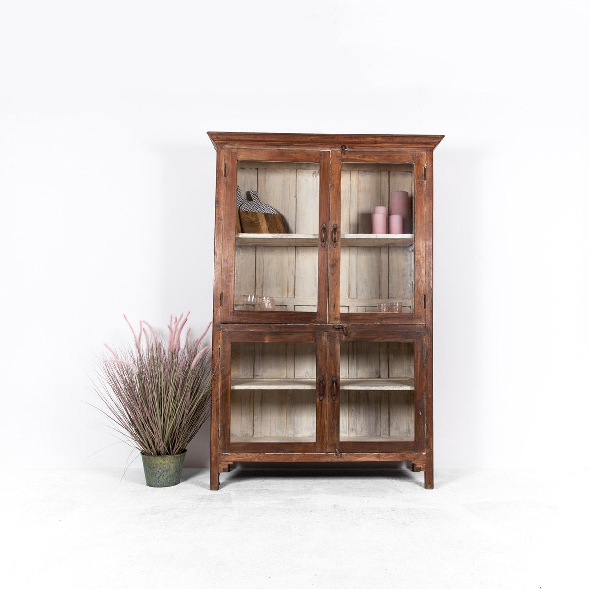 Oude-houten-vitrinekast-bruin-1