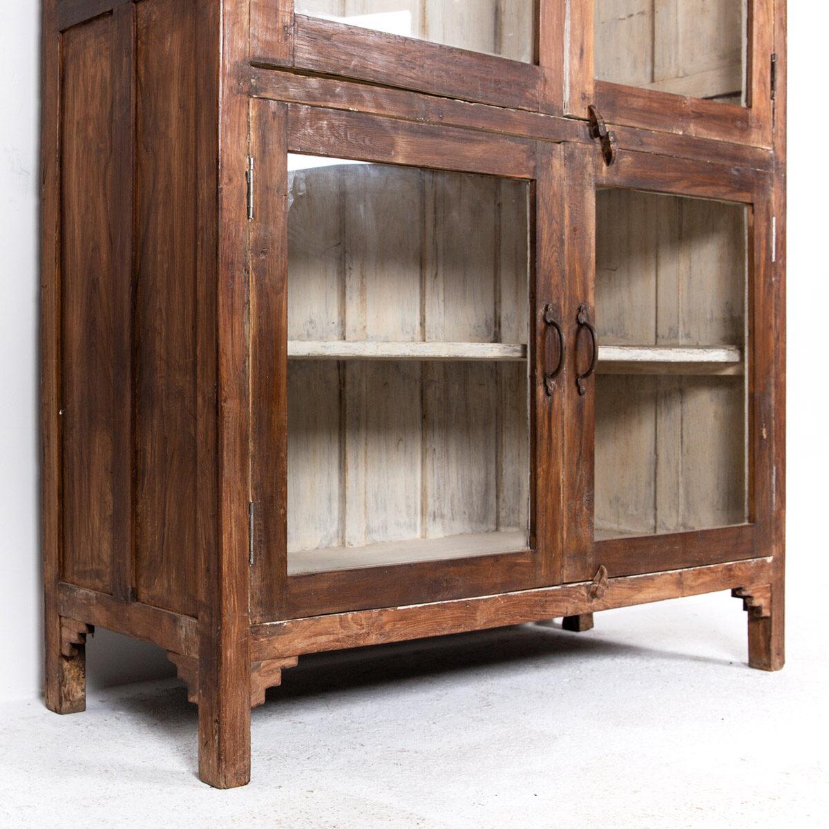 Oude-houten-vitrinekast-bruin-12