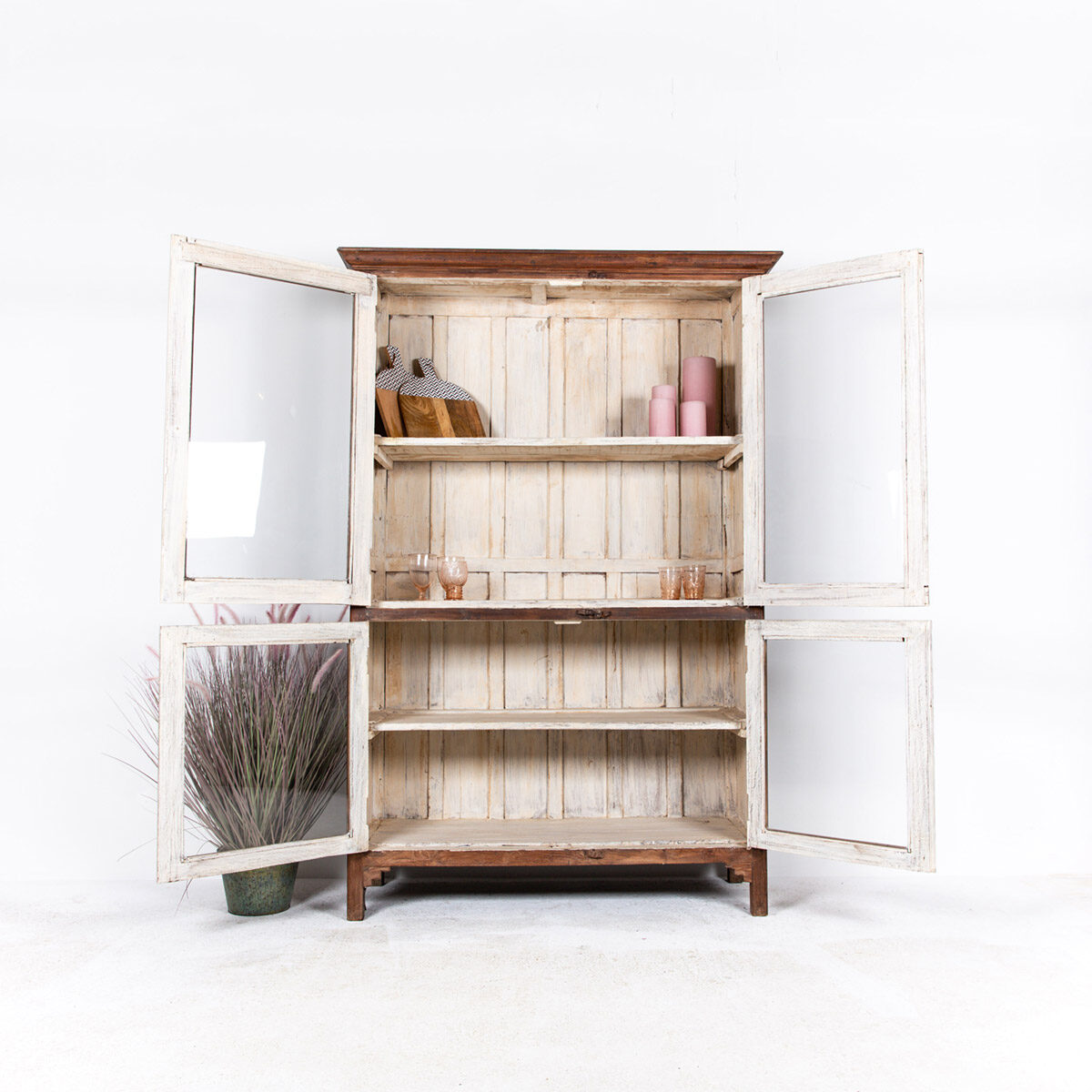 Oude-houten-vitrinekast-bruin-5