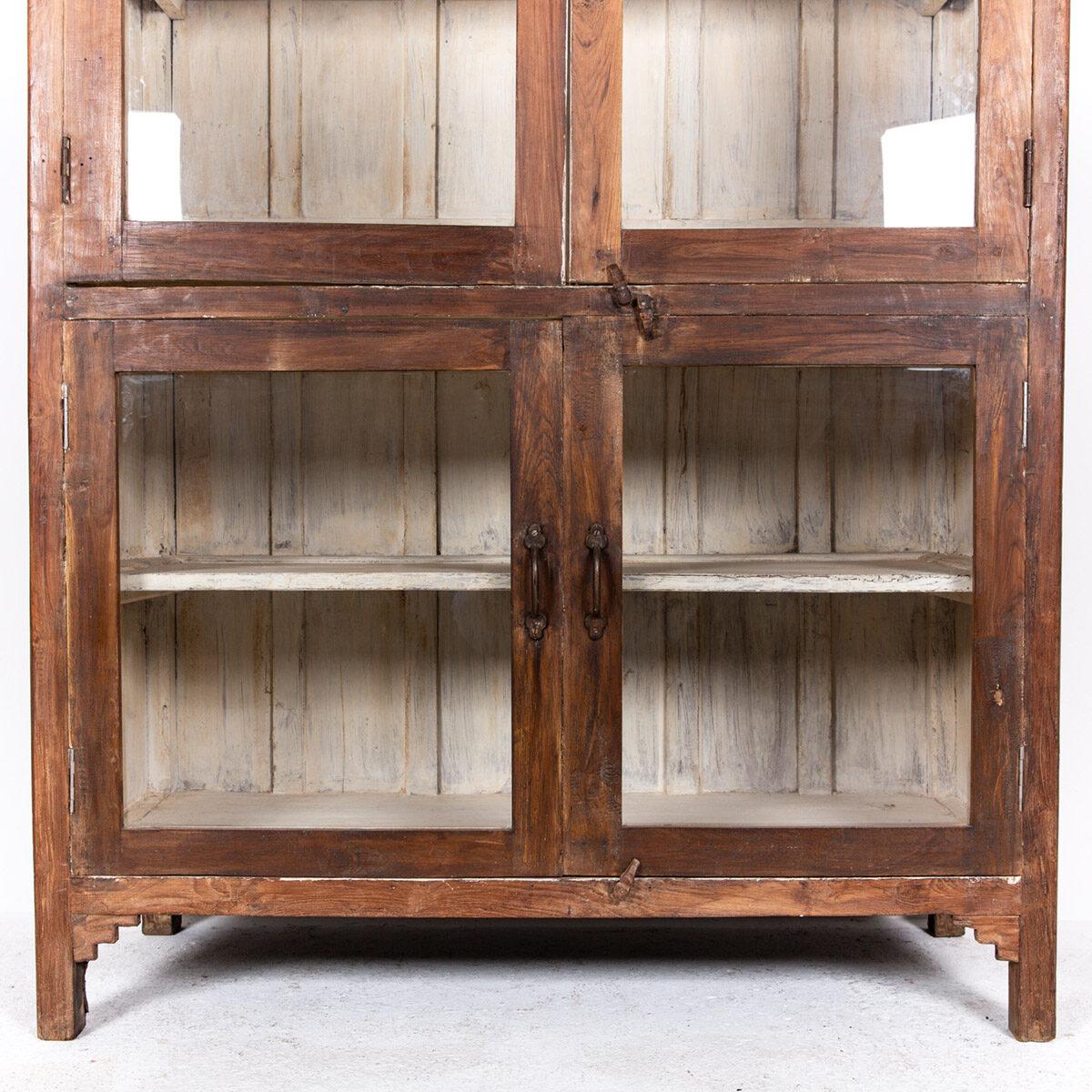 Oude-houten-vitrinekast-bruin-9