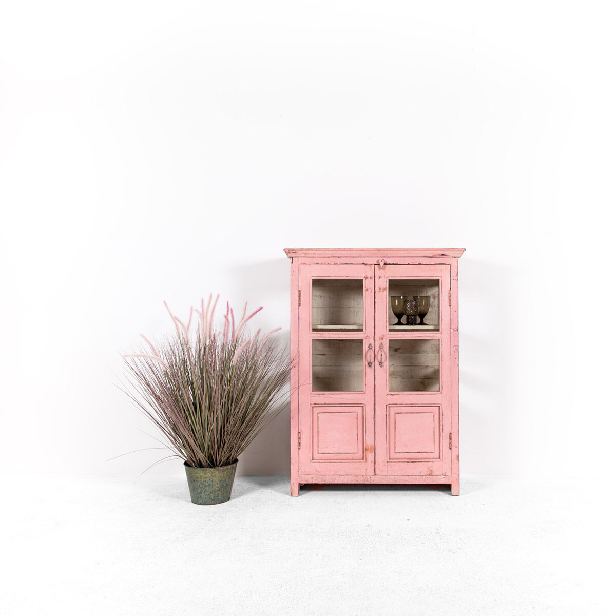 Roze-vitrinekast-2-glazen-deuren-1