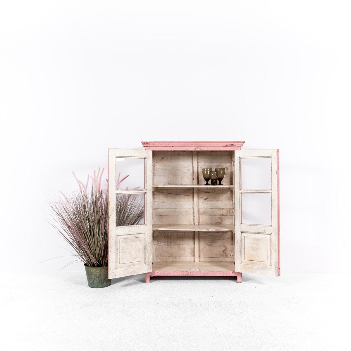 Roze-vitrinekast-2-glazen-deuren-3