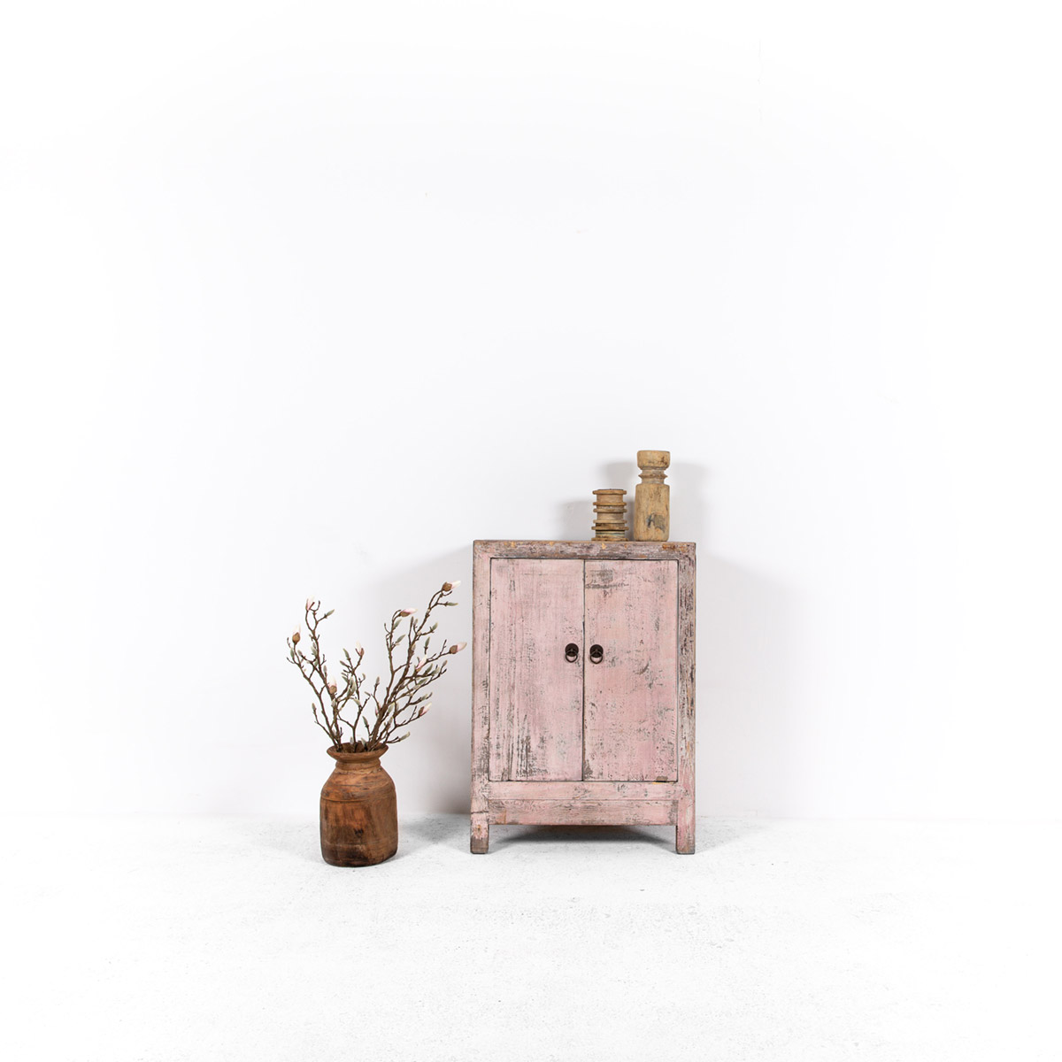 Uniek-dressoir-2-deuren-roze-1
