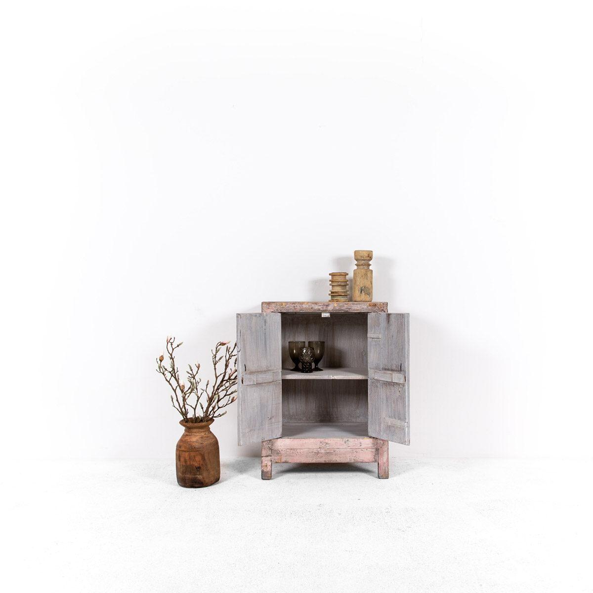 Uniek-dressoir-2-deuren-roze-3