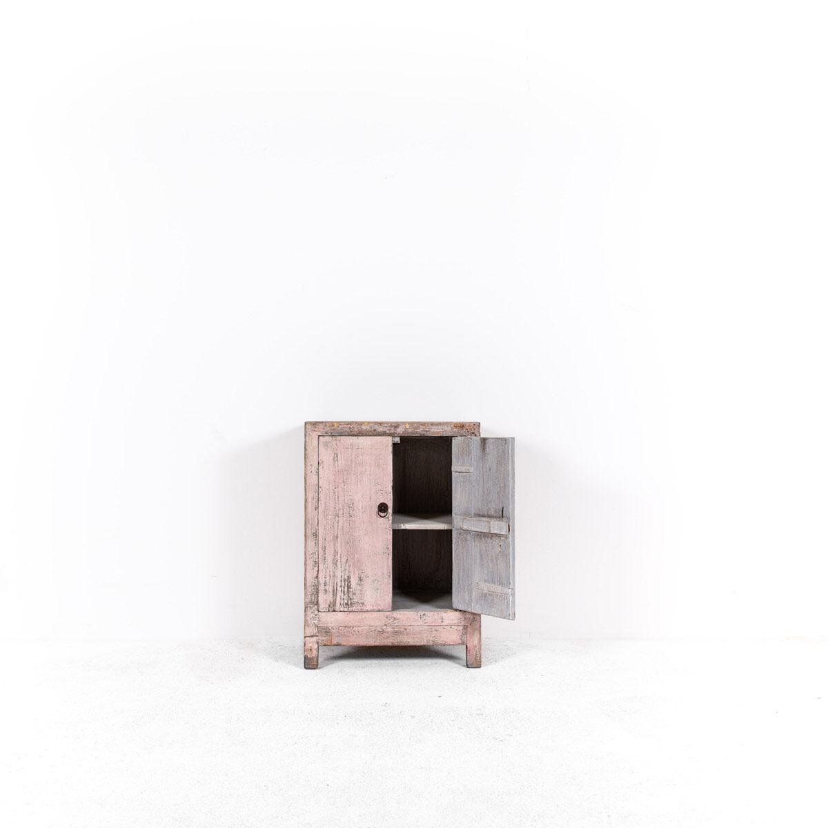 Uniek-dressoir-2-deuren-roze-5