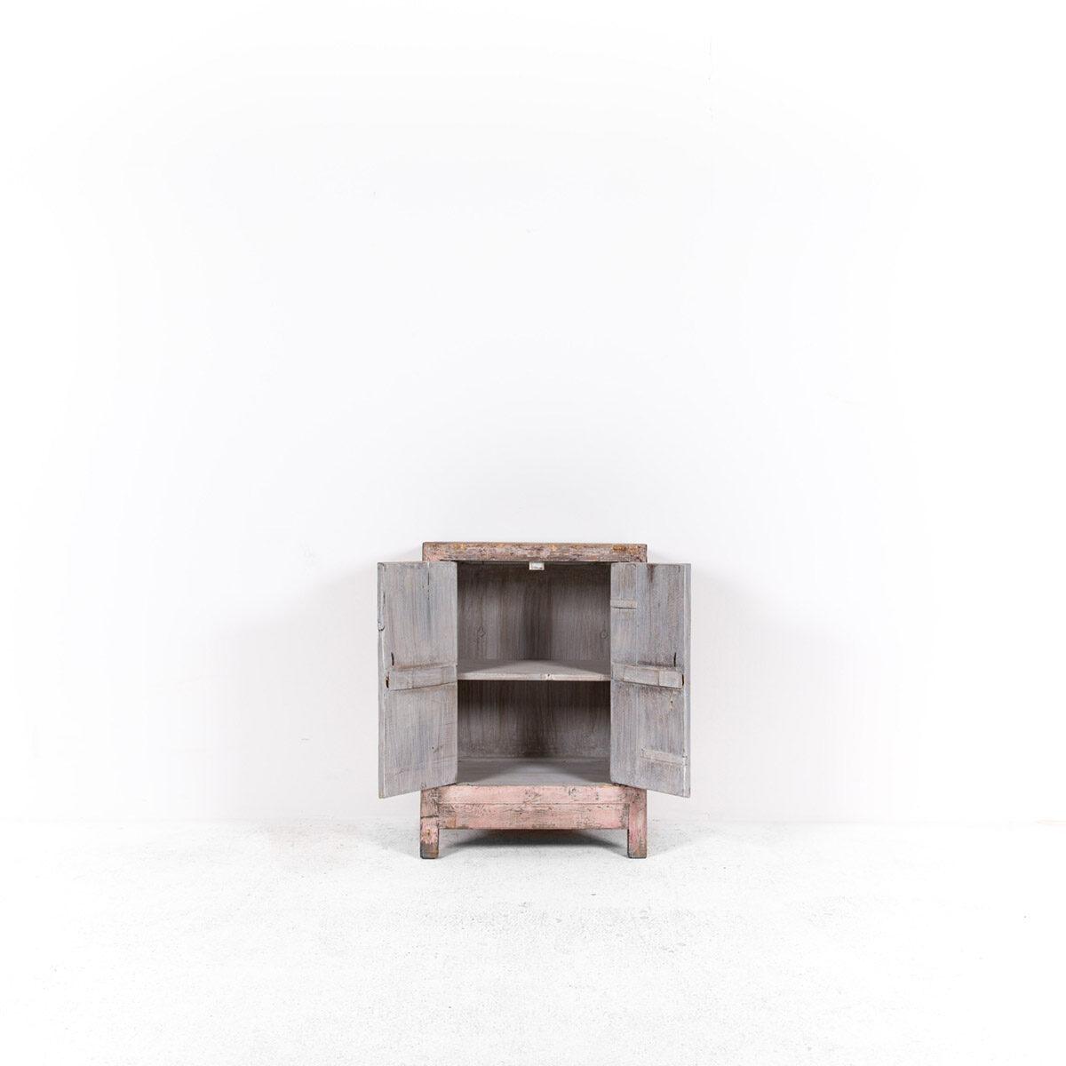 Uniek-dressoir-2-deuren-roze-6