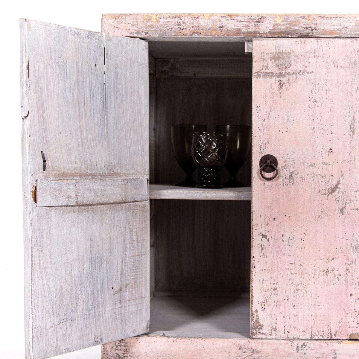 Uniek-dressoir-2-deuren-roze-7