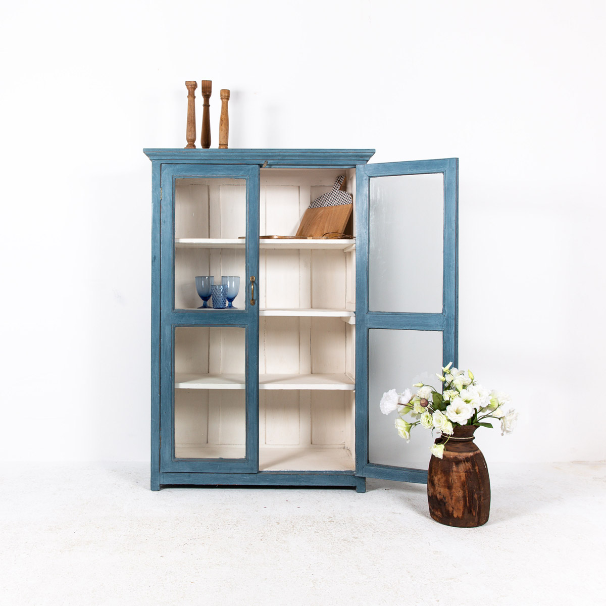 Vitrinekast-2-deuren-blauw-2