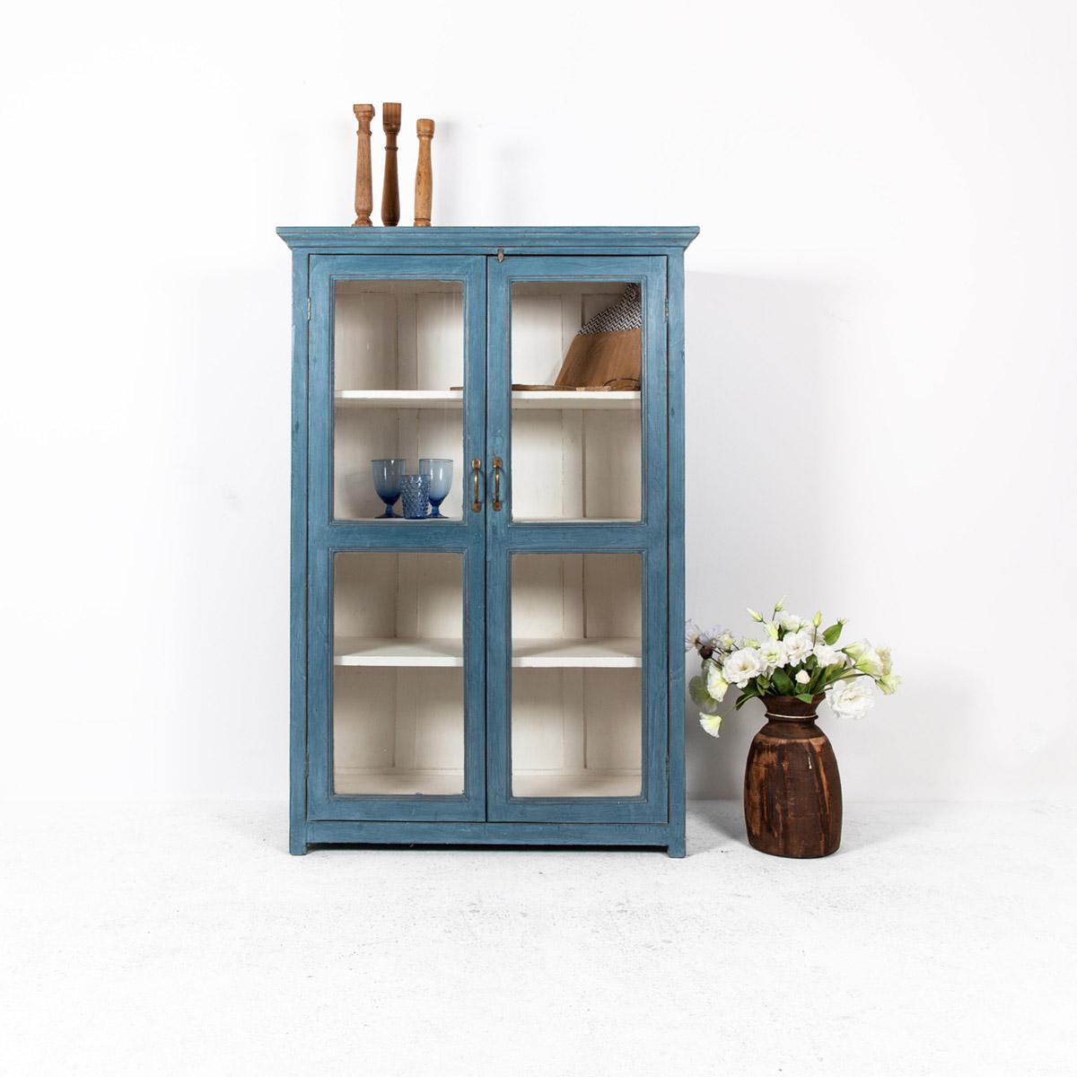 Vitrinekast-2-deuren-blauw-uitgelicht
