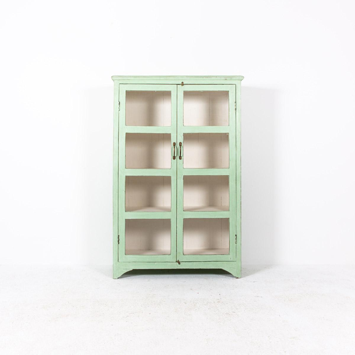 Vitrinekast-2-deuren-licht-groen-4