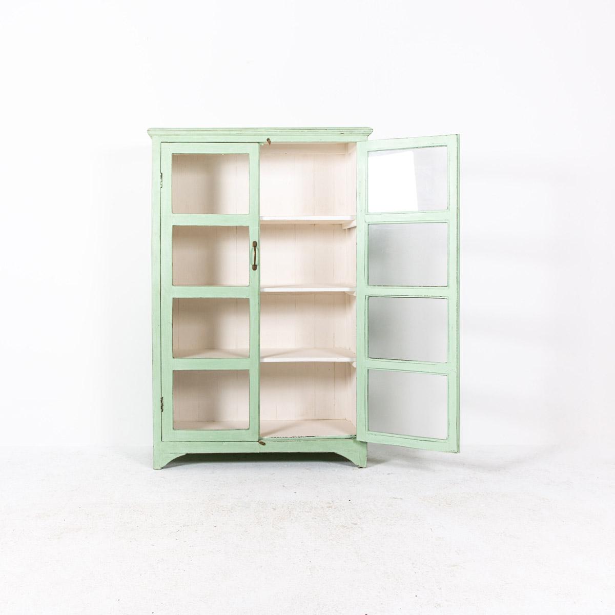 Vitrinekast-2-deuren-licht-groen-5