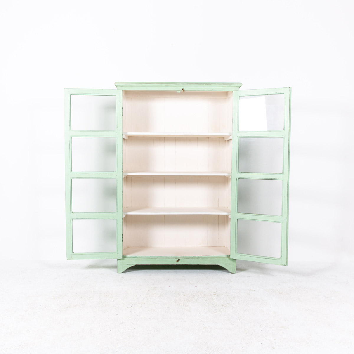 Vitrinekast-2-deuren-licht-groen-6