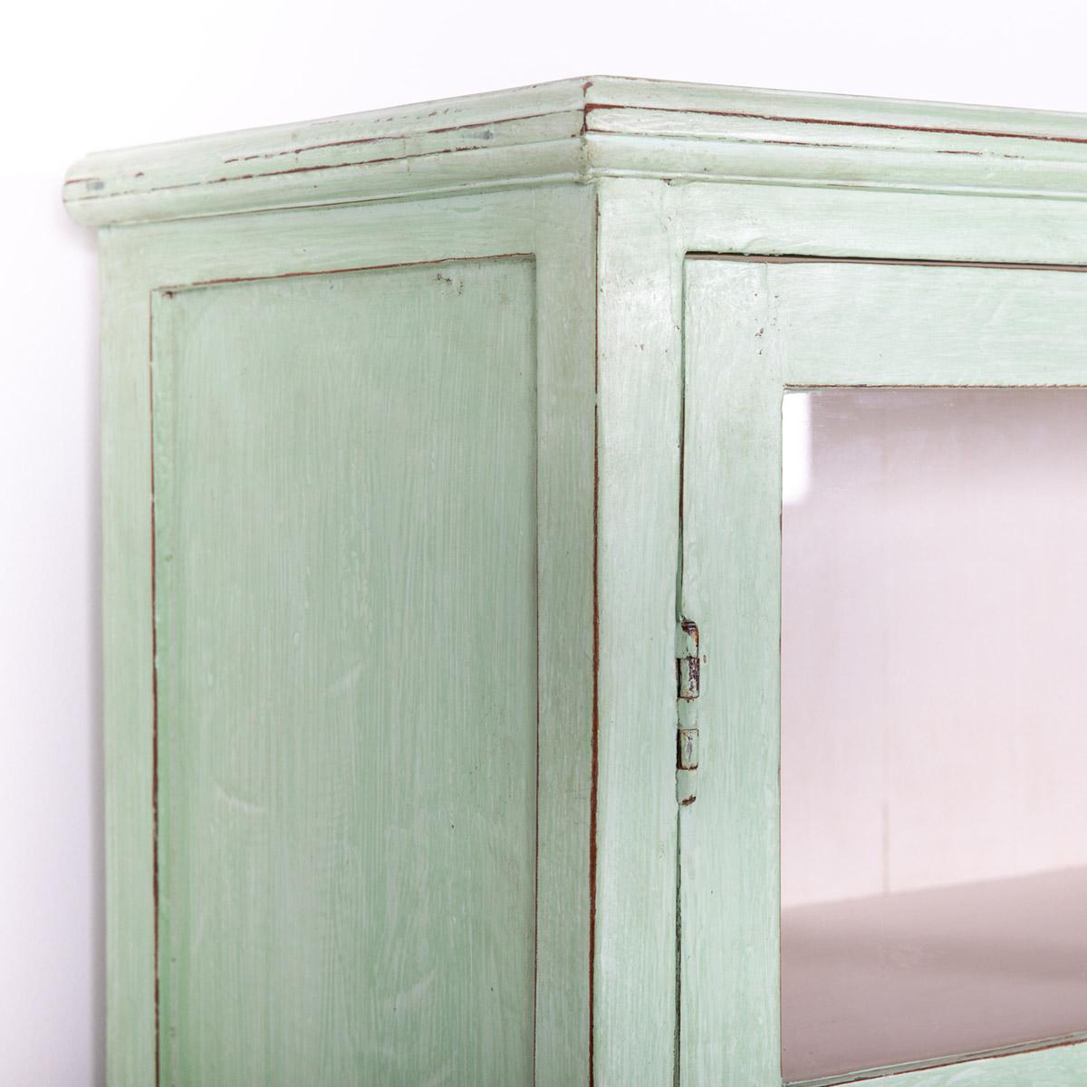 Vitrinekast-2-deuren-licht-groen-7
