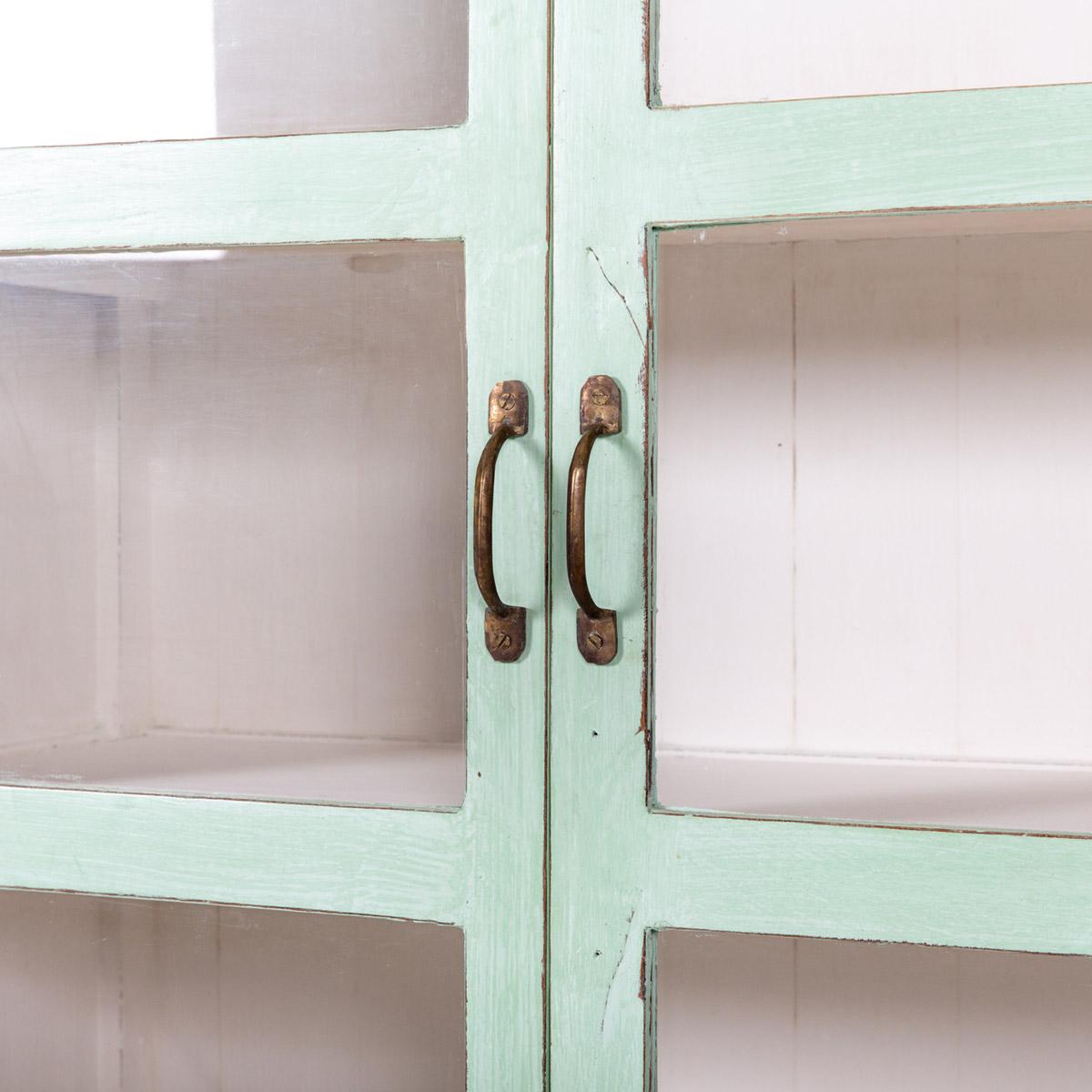 Vitrinekast-2-deuren-licht-groen-9