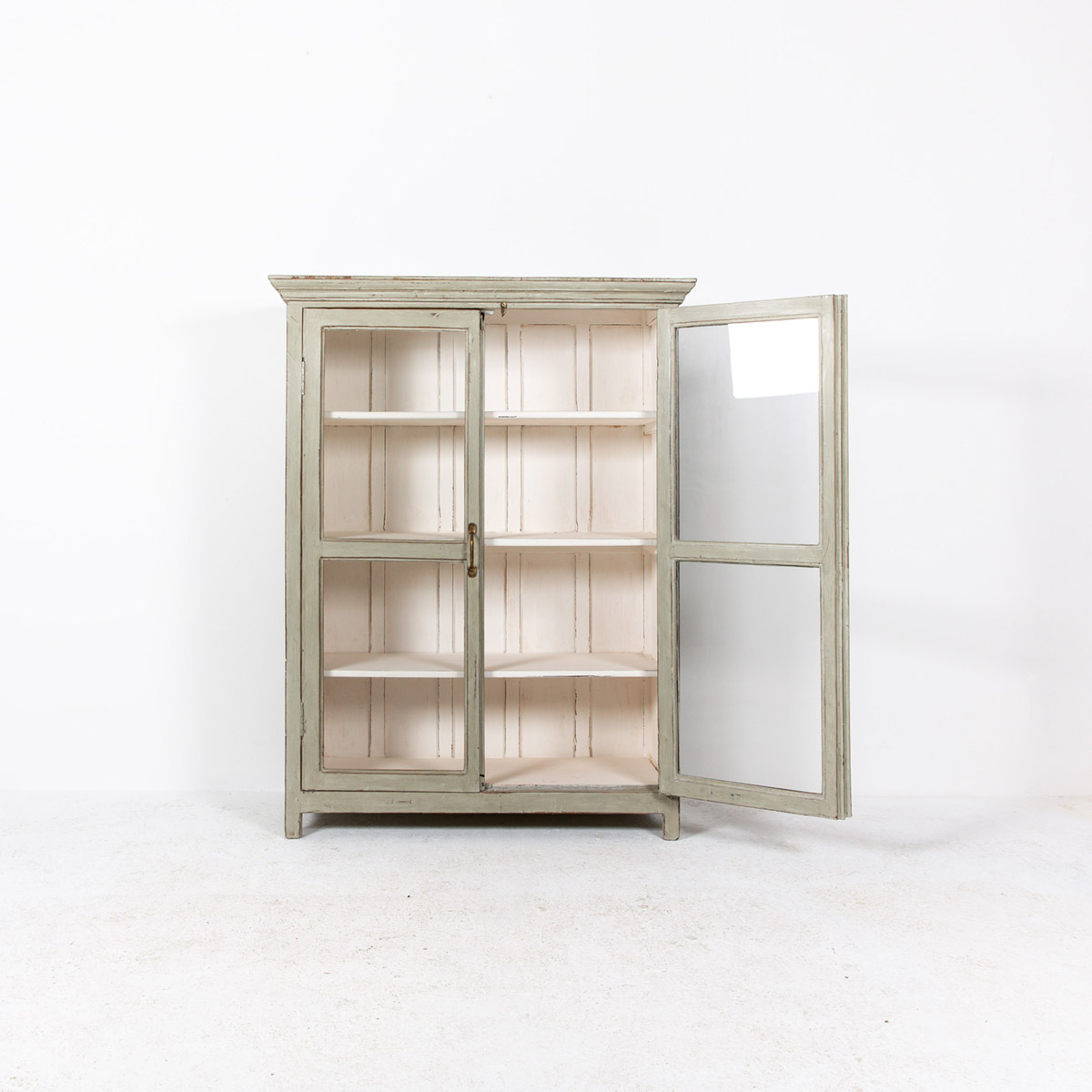 Vitrinekast-2-deuren-oud-grijs-6
