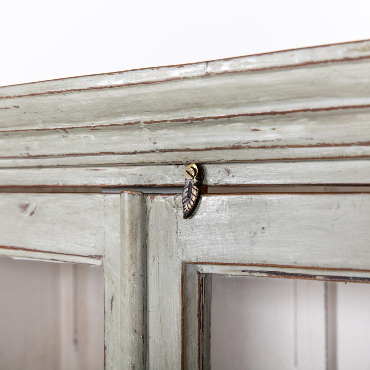 Vitrinekast-2-deuren-oud-grijs-7