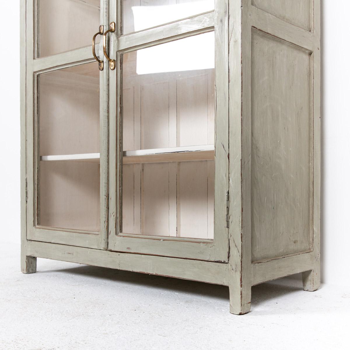 Vitrinekast-2-deuren-oud-grijs-8