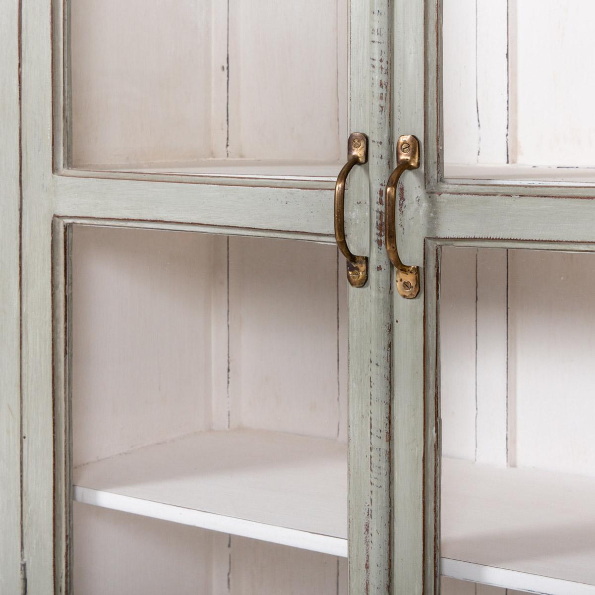 Vitrinekast-2-deuren-oud-grijs-9