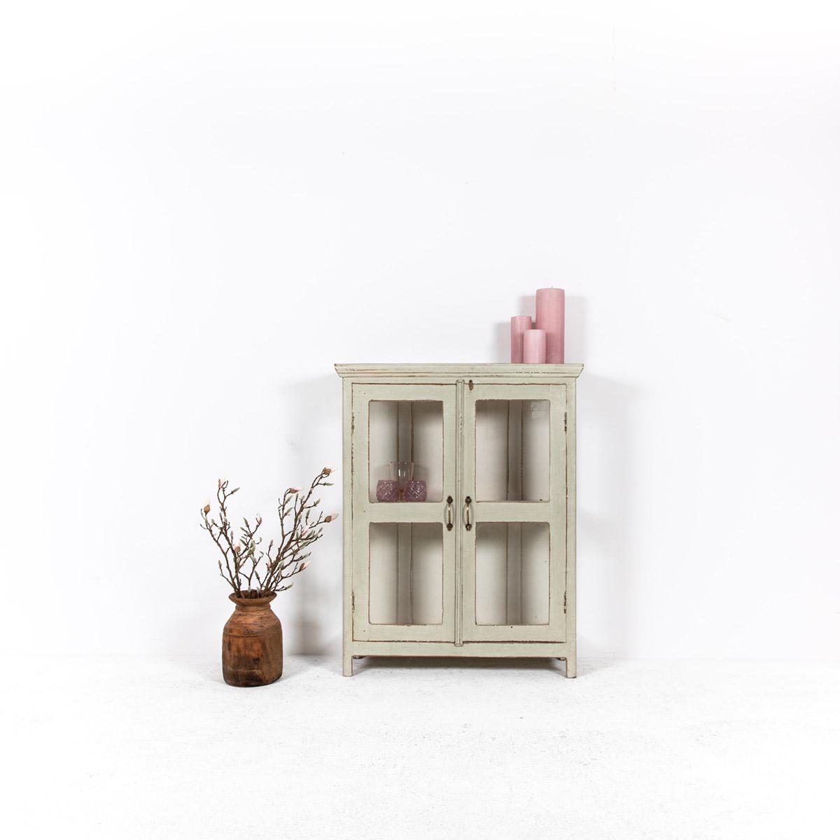 Vitrinekast-2-glazen-deuren-oud-groengrijs-1